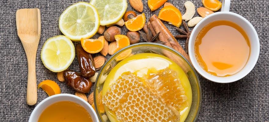 Miód płynny, miód w plastrze i cytryny