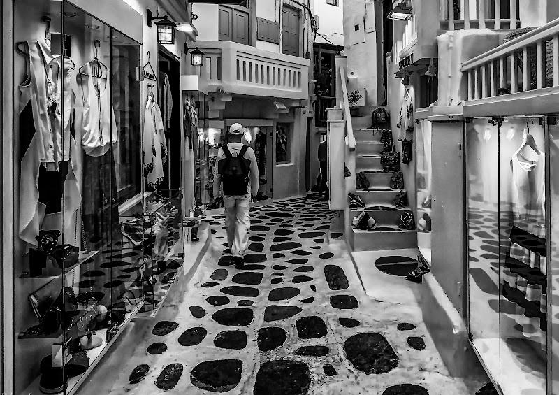 Tra le vetrine di Mykonos di Luca160