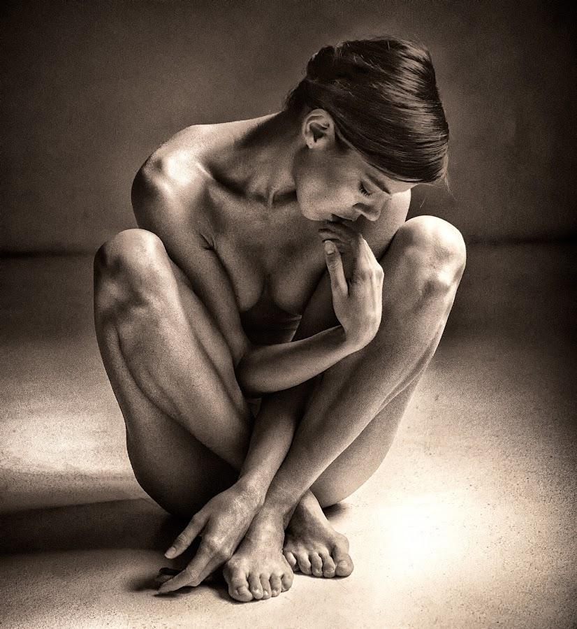 Denisa by Edita Šidélková - Nudes & Boudoir Artistic Nude ( body, monochromatic, nude, woman, beautiful )