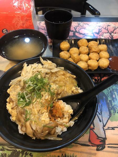一進門看到裝潢和桌上的日式畫風,才想起很久之前與好友來吃過拉麵。