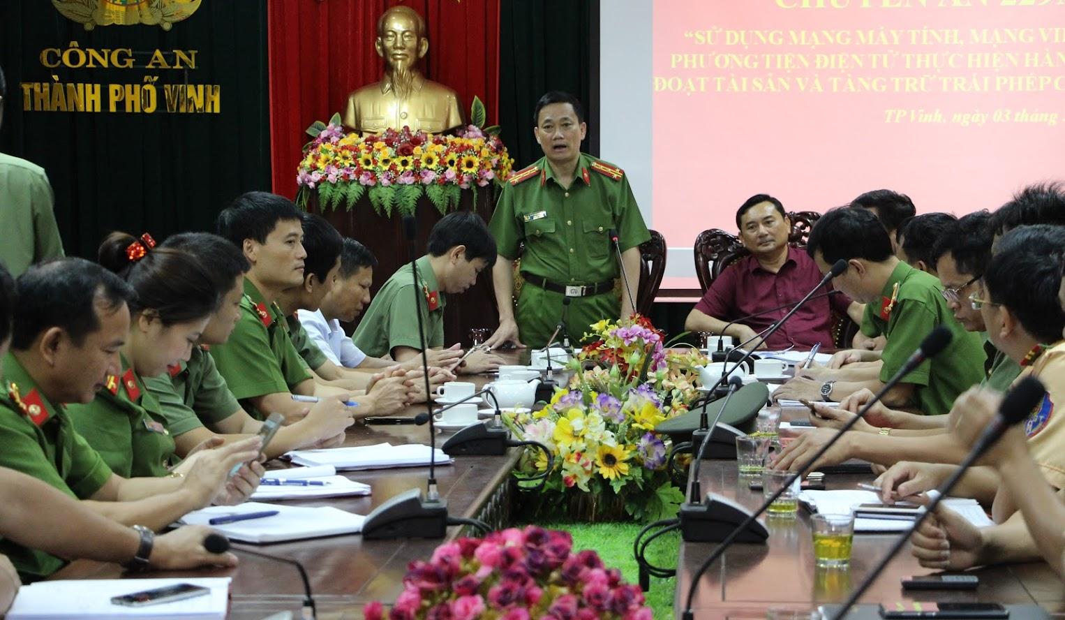 Đồng chí Đại tá Nguyễn Mạnh Hùng Phó giám đốc Công an tỉnh, Thủ trưởng Cơ quan cảnh sát điều tra phát biểu, chỉ đạo Ban chuyên án