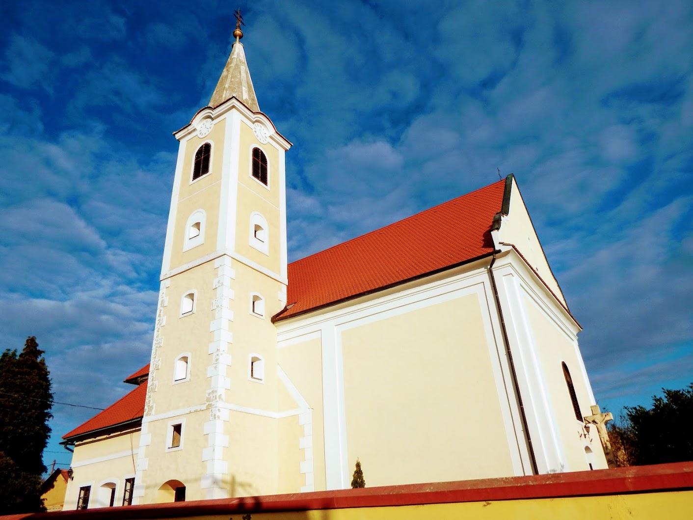 Bozsok - Szent Anna rk. templom
