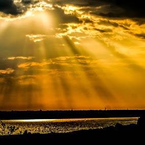 Sunset by Faizan Hussain - Landscapes Sunsets & Sunrises ( clouds, water, nature, sunset, sunrays,  )
