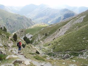Photo: Desde la Coma de l'Embut, al fondo, ya podemos ver las pistas de esquí de la estación de Vall de Núria.