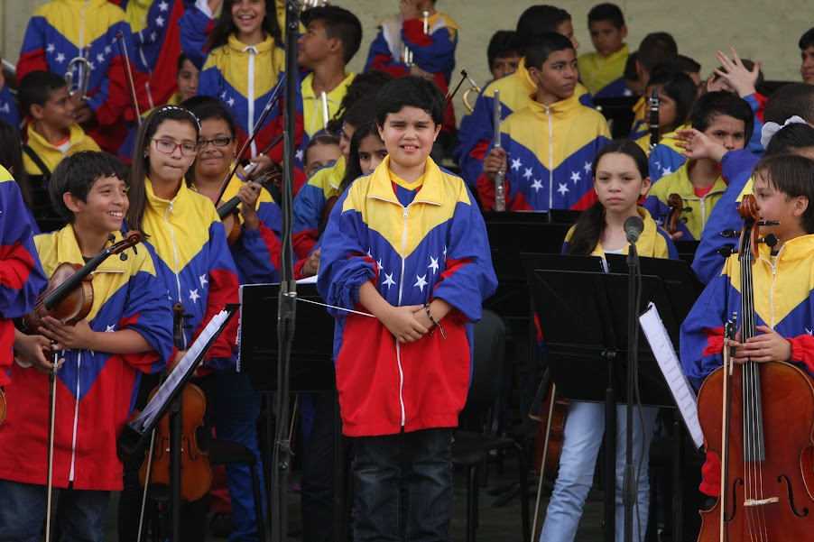 El encuentro en el sur del país permitió descubrir que en la SNIV también se forjan nuevos directores. El percusionista barinés José Luis Alvaray dirigió los ensayos abiertos tanto de la Orquesta Regional Infantil de Amazonas, como de la propia Nacional Infantil