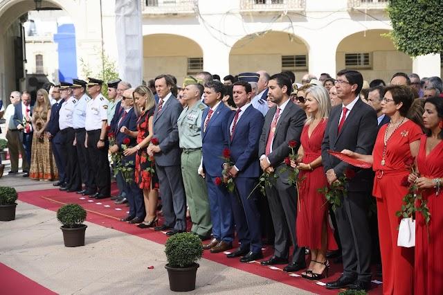 Autoridades políticas y militares presentes en el acto