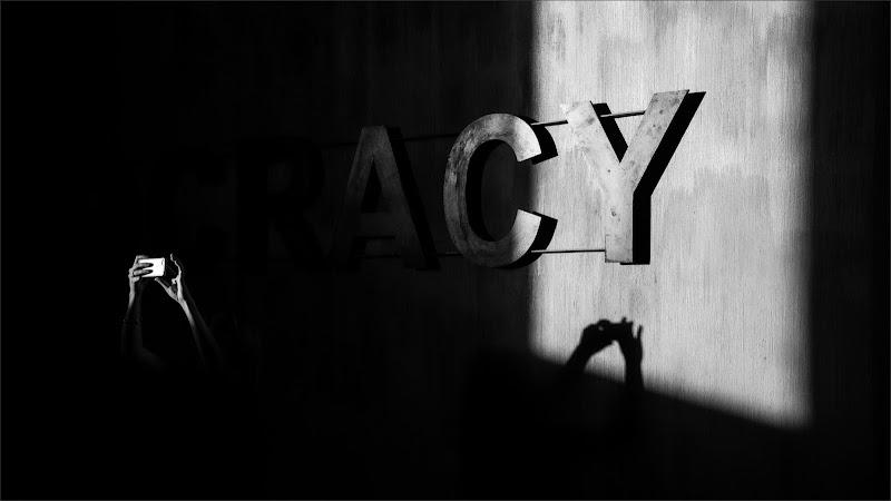 Ray of light on Democracy di alberto raffaeli