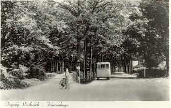Photo: 1940 Autobus van touringcarbedrijf fa. C. Van den Wijngaard