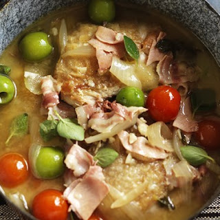 Chicken With Tomatoes, Olives And Pancetta