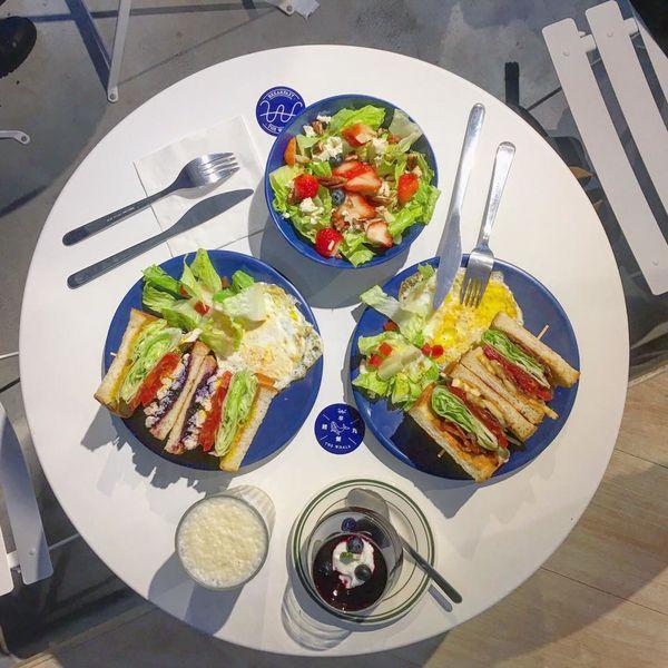餵我早餐 The Whale 藍白海洋風咖啡館_來吃一份網美式的健康早午餐