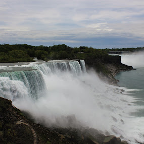 Niagara Falls by Amy Sauer - Landscapes Waterscapes