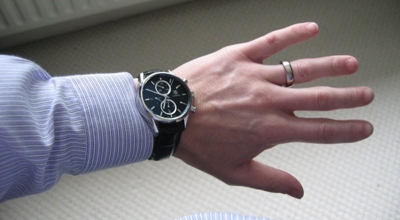 http://img819.imageshack.us/img819/4974/wristshirt.jpg