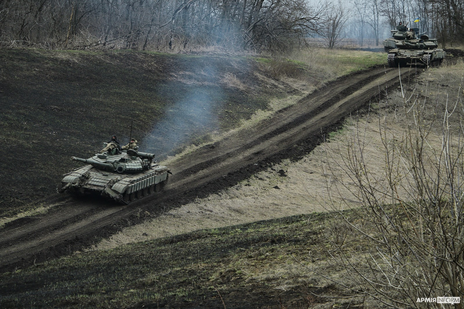 Українські танкісти провели військові навчання на Луганщині (ФОТО)