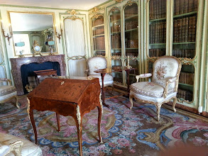 Photo: The personal library of the two sisters