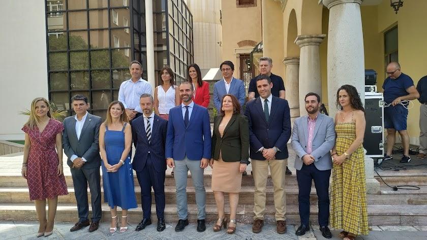 Foto de familia de la visita de los consejeros al Ayuntamiento de Almería
