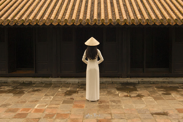 Photography with lady in Ao Dai in Imperial Citadel Hue