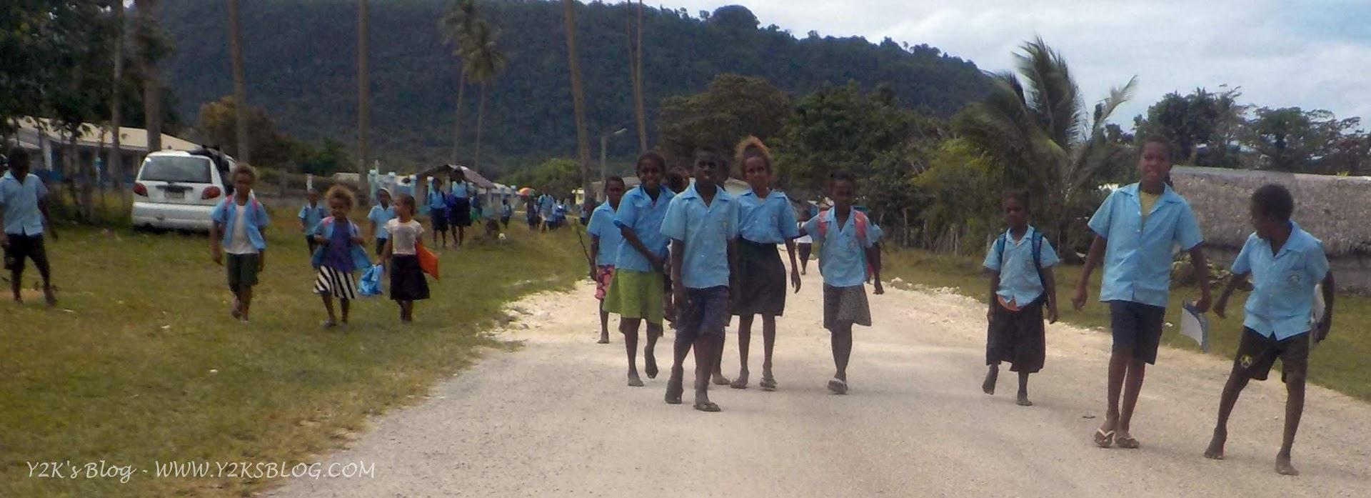 Bimbi e ragazzi all'uscita da scuola - Port Orly