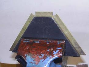 Photo: Formage sur le gabarit serré en étau.