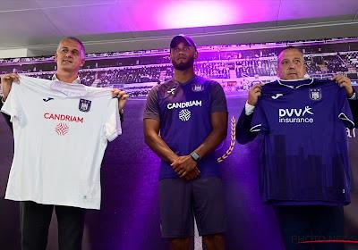Anderlecht gaat in de fout op zijn nieuwe truitjes met verkeerde logo