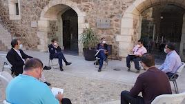 Reunión de los grupos políticos con la plataforma.