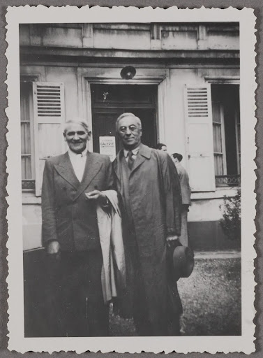 Wassily Kandinsky and Otto Freundlich in front of the Jeanne Bucher Gallery