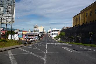 Photo: In San José kann man auch mal gefahrlos mitten auf einer fünspurigen Straße stehen und fotografieren...