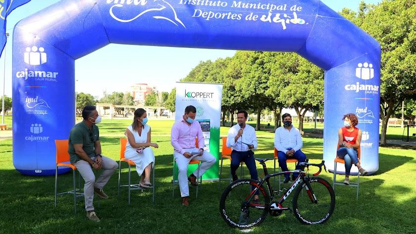 Presentación con el alcalde de El Ejido, Francisco Góngora, al frente.