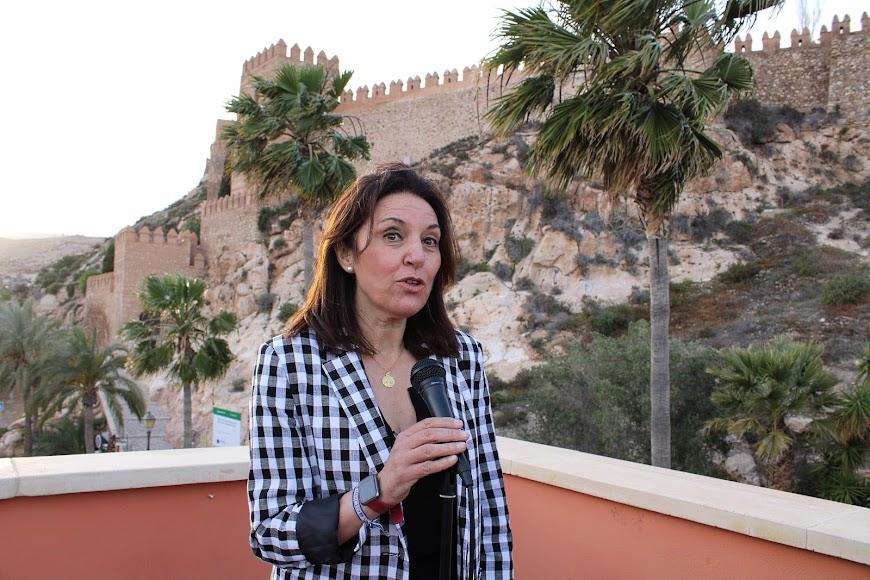 Magdalena Cantero agradeciendo la asistencia al acto.