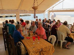 Photo: Sn4HR0232-160202Gorée, resto 'Le Saint Germain', le groupe à table, en extérieur, vue sur mer IMG_0146