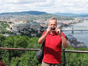 Photo: Linna, Tonava ja turisti Gellert-vuorella
