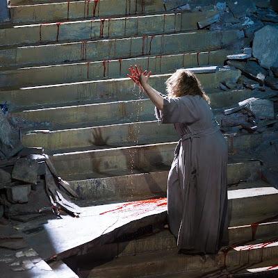 On a mental precipice: HGO's Elektra