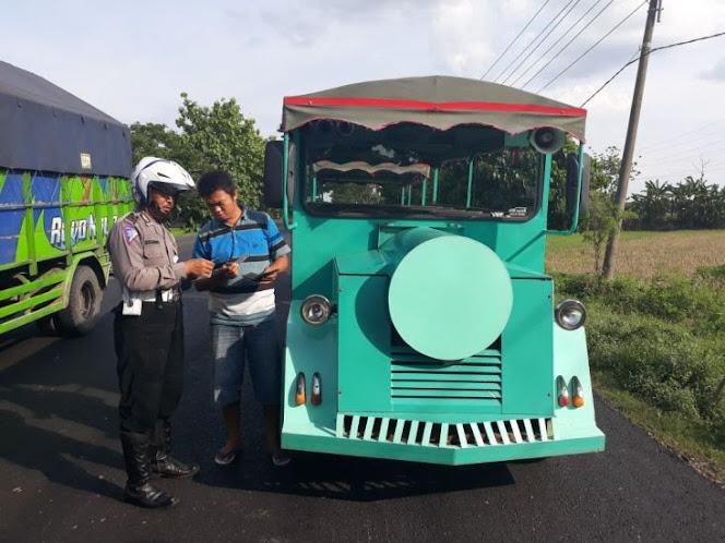Bentor dan kereta mini di Ngawi