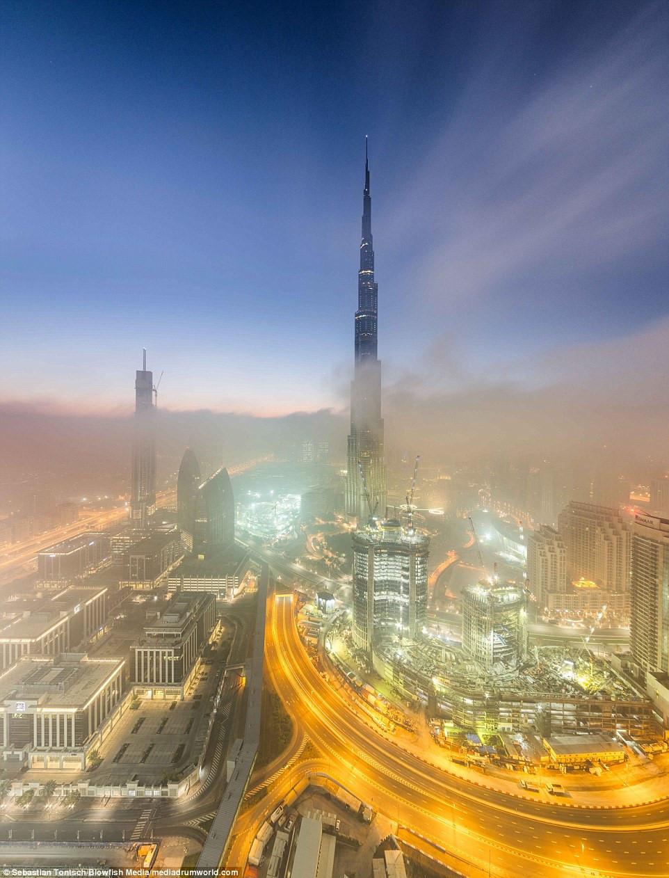 Nhung toa nha choc troi o Dubai huyen ao trong suong hinh anh 5