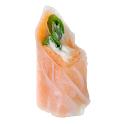 Rolinho de salmão massa de arroz com cream cheese e rúcula