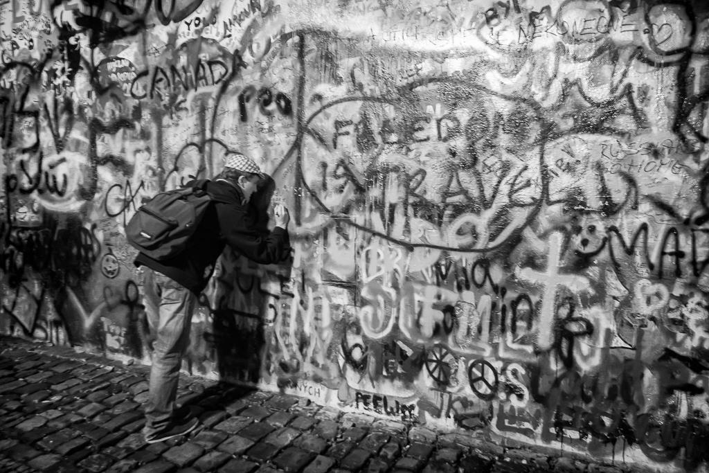 Photo: Graffiti artist