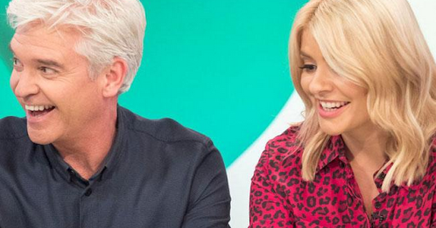 Holly Willoughby keeps eyes shut on Dancing on Ice