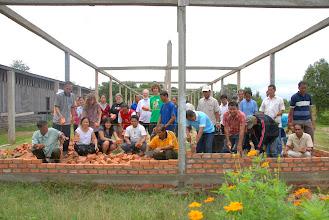 Photo: Voici le début de mur du bâtiment de l'école primaire