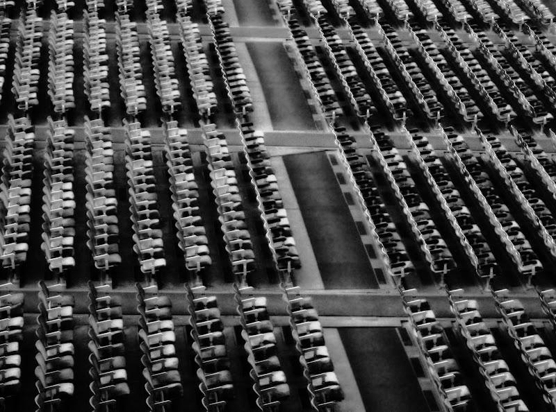 Spine dorsali di sedie di Marco Buggio
