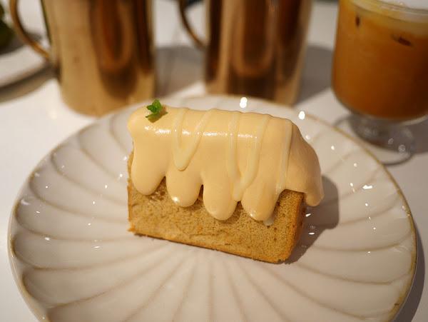 KB kaffe boutique ,新竹巨城旁又一家新開的戚風蛋糕甜點屋,店面是韓貨服飾店。必吃泰奶戚風蛋糕、抹茶戚風蛋糕、草莓巧克力焦糖戚風蛋糕!