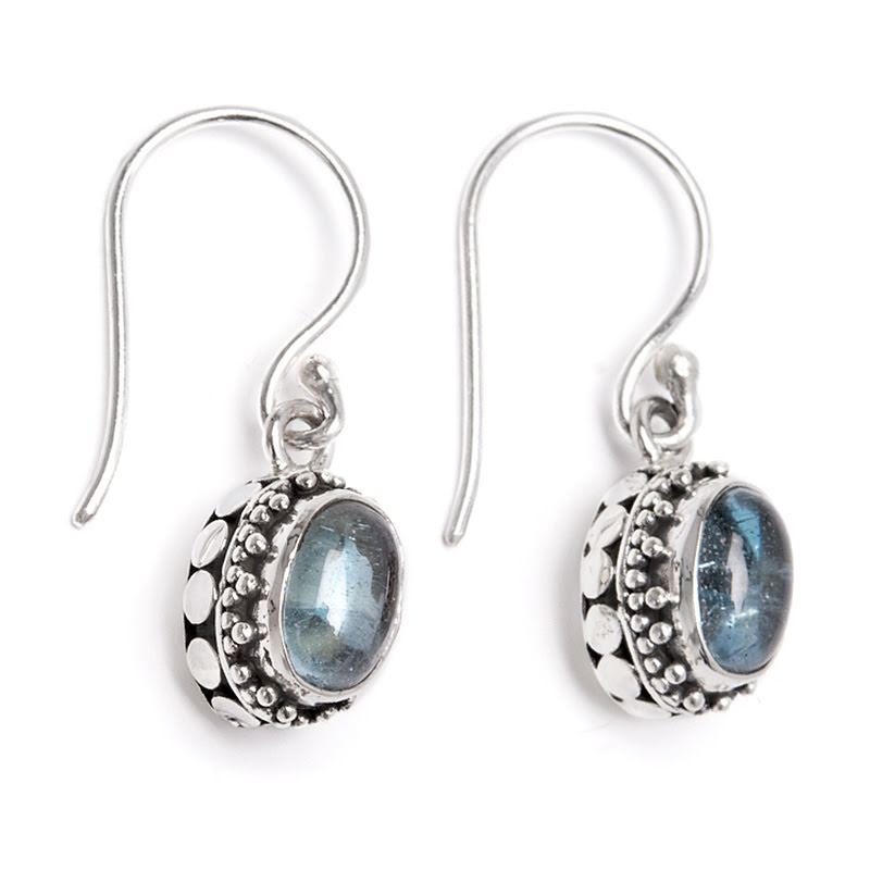 Blå topas, örhängen med filigran på silverkrok