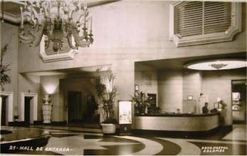 Photo: Hall de entrada do Palácio Quitandinha. Foto de Frank Scherschel