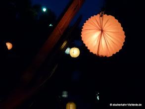 Photo: Jetzt werden die Lampions und Kerzen ausgepackt und an den Stocherkahn angebracht - romantik pur!