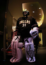 Photo: DALLAS, TX - DECEMBER 19:  Richard Bachman #31 of the Dallas Stars walks to the ice before a game against the Anaheim Ducks at American Airlines Center on December 19, 2011 in Dallas, Texas.  (Photo by Ronald Martinez/Getty Images)