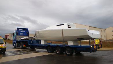 Photo: en route - destination le Léman - le bateau sera terminé sur place