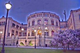 Photo: Day 232 / May 31, 2012 Parliament of Norway Stortinget  ノルウェーの国会議事堂と・・・桜(らしき花)。 #creative366project