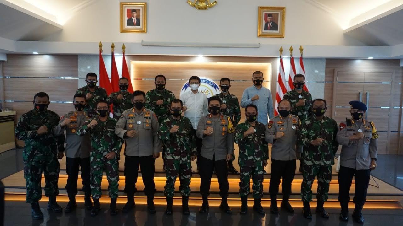 Komunikasi dan Sinergitas, Kapolda Jatim Jalin Silaturahmi Dengan Pangkoarmada II