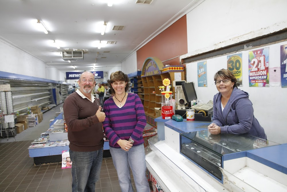 Customer, and operator of Thomas' store and sub newsagency, Graham Thomas, with new newsagency owners Melissa Richardson and Jodie Hill.