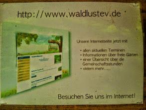 Photo: Hinweisschild zur Website des Vereins.