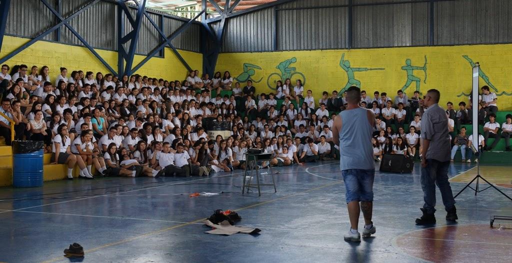PRIVADOS DE LIBERTAD CON HASTA 50 AÑOS DE CONDENA VISITAN CENTROS EDUCATIVOS PARA DAR CHARLAS DE PREVENCIÓN
