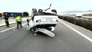 Así quedó uno de los vehículos en la autovía